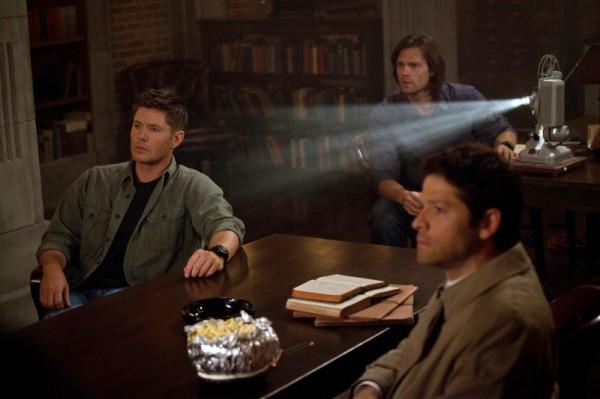 Misha-Collins-Jensen-Ackles-and-Jared-Padalecki-in-SUPERNATURAL-Episode-8.22-Clip-Show-2-600x399